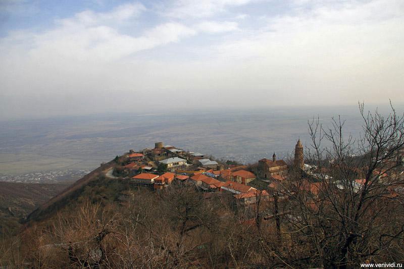 Со смотровых башен Сигнахи можно полюбоваться красивейшей панорамой, которая открывается на Алазанскую долину