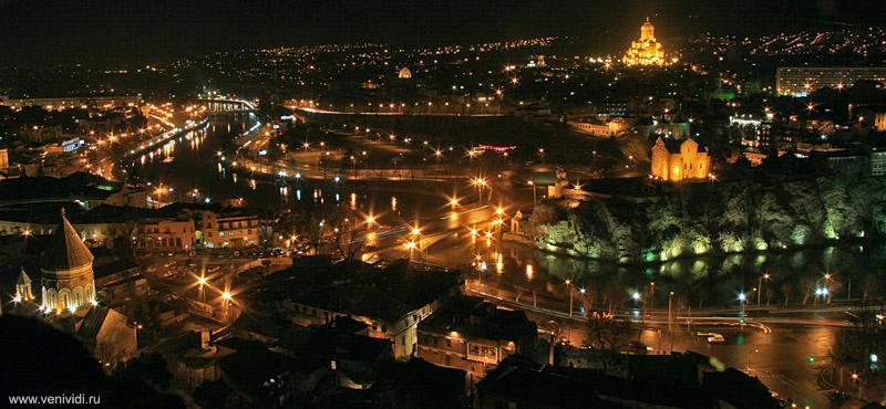 Ночной Тбилиси. Кафедральный храм Троицы