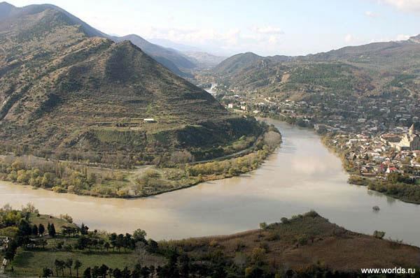Вид из храма Джвари - прекрасная панорама на слияние двух величественных рек: Арагвы и Куры