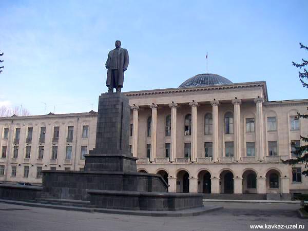 Курорт Гори. Памятник Сталину